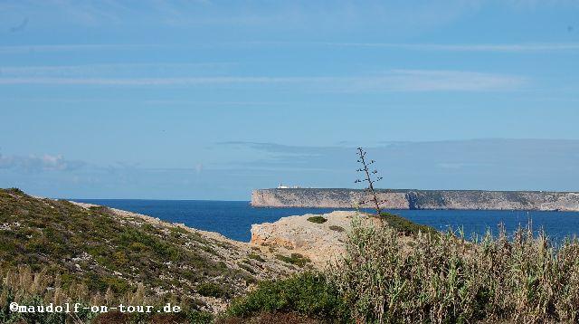 2015-10-29 Sicht vom Großparkplatz auf Farol do Cabo de São Vicente