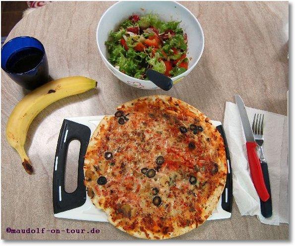 2015-11-04 Essen-Pizza-Salat 01