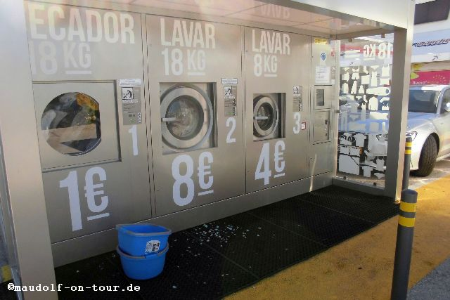 2015-11-27 Waschmaschinen Intermarché Lagoa 1