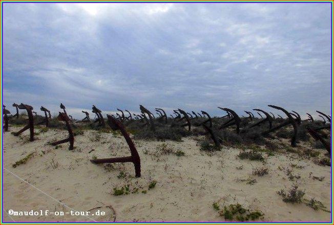 2015-12-08 Praia do Barril Anker im Sand 1