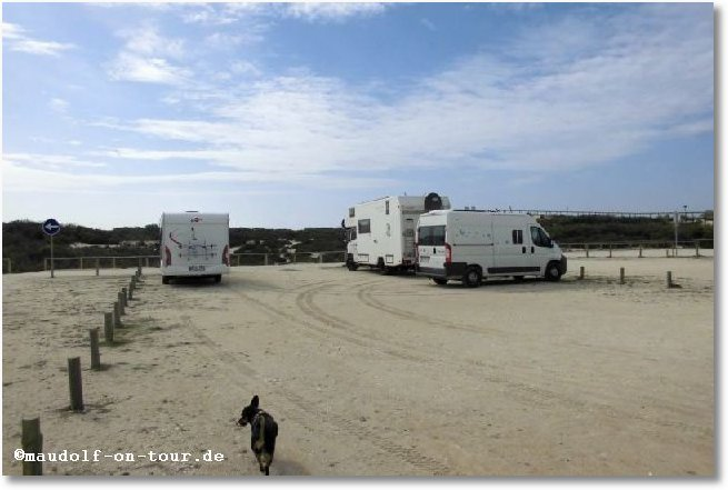2016-10-18 Praia do Osso da Baleia Fahrzeugaufstellung + Kelly